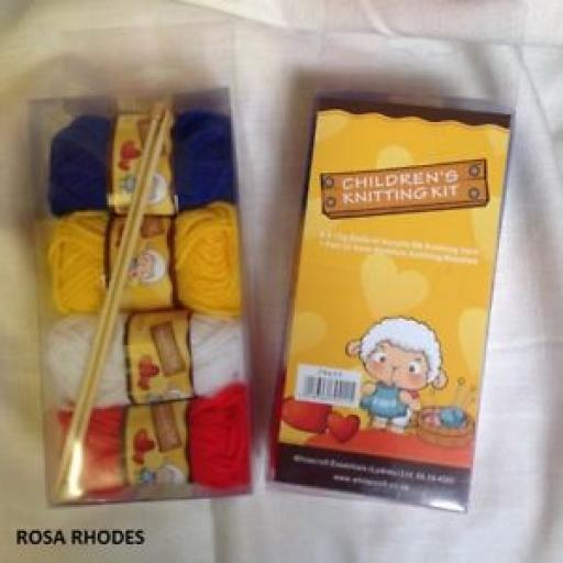 CHILDREN'S KNITTING KIT WITH KNITTING NEEDLES AND WOOL