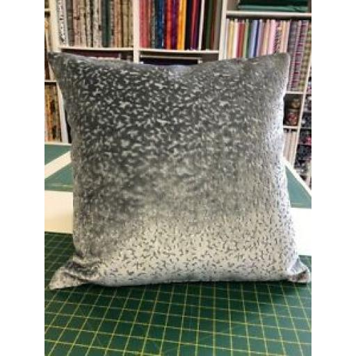 "20"" x 20"" LUXURY GREY PRESTIGIOUS PHARAOH LAGOON VELVET FABRIC CUSHION"