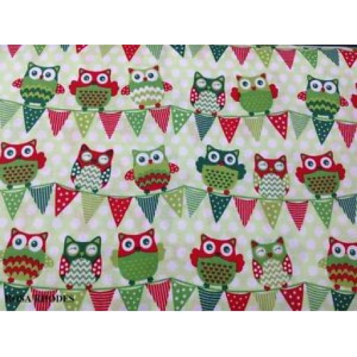 NUTEX PATCHWORK FABRIC - CHRISTMAS HAPPY OWL - BUNTING ALL GREEN 36730 -111